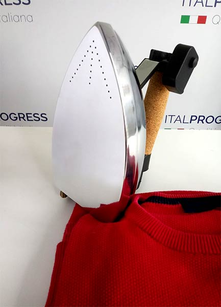 vestiti stirati con Ferro da stiro di ItalProgress